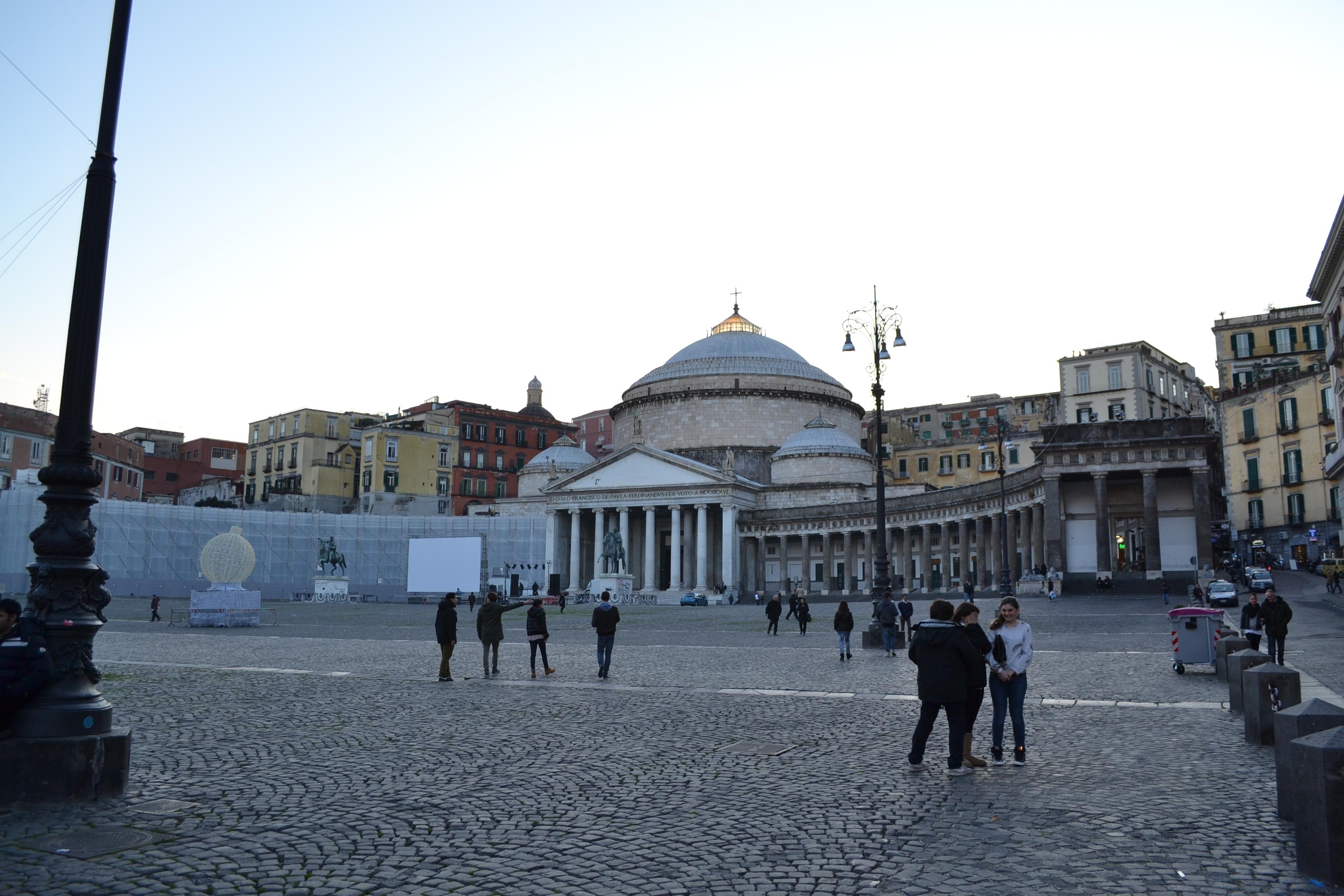 ITALIE -  Piazza del Pebliscito - Naples